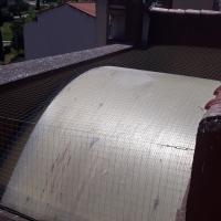 Protección lucernario escalera de edificio comunitario en Vistahermosa.
